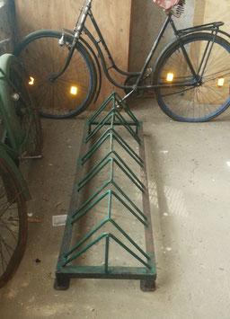 alter Fahrradständer aus Eisen für 6 Fahrräder
