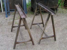 alte Eisenböcke altes Industrie Tischgestell grau2008