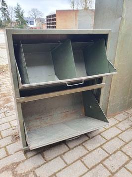 alte Industrieschrank Schuhschrank mit Klappen Nr 0305
