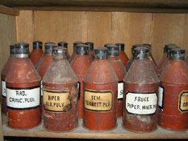 alte Apothekerflasche aus Metall Apothekerdose