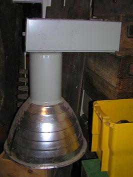 alte Fabriklampe aus Turnhalle