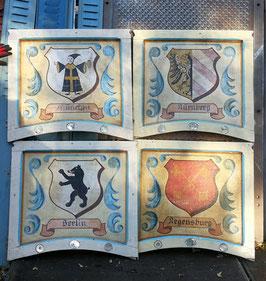 sehr alte Bilder Wappen auf Leinwand von einem Karussell