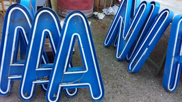 Buchstaben alt aus Reklame Blech 95 cm 0610-02