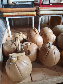 alte Schleuderbälle aus Leder Frankreich Nr 1306