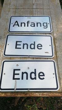 altes Schild Anfang und Ende