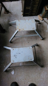altes Industriegestell Hocker Fußhocker Tischfuß