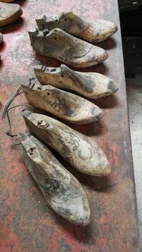 3 Paar besondere antike Schuhleisten Damenschuh NR 2803-01
