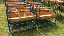 Kleine Sortierwagen aus Textilfabrik