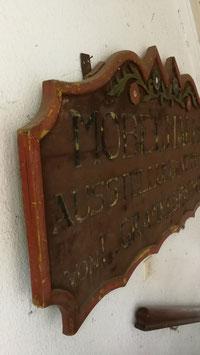 Großes alte Ladenschild aus Holz mit Schnitzereien Nr 0202