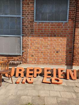 alte Buchstaben mit Patina orange 2008-02