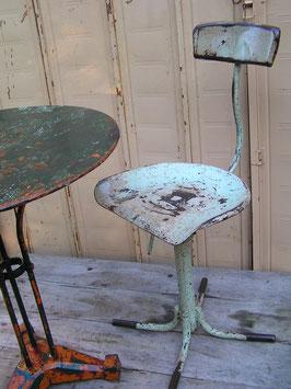 alter Arbeitsstuhl Atelierstuhl restauriert