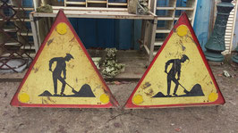 großes, altes Baustellen Schild Vorsicht Baustelle