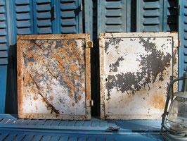 antike Eisentür Schranktür aus Metall 1505