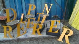 alte Buchstaben aus Kunststoff gelb 2604