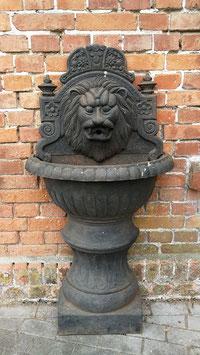 Traumhafter sehr großer alter Wandbrunnen Löwenkopf Speier Nr 0804