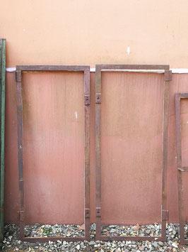 2er Set alte Eisenfenster 0908