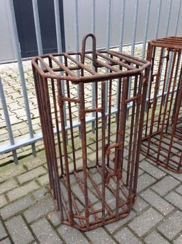 alte Eisenkäfige aus Metallfabrik alter Käfig