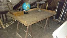 Schreibtisch aus historischen Elementen