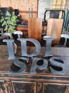 alte Buchstaben aus Blech 30 cm anthrazit Nr 0505-02