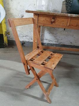alter Klappstuhl aus Holz Nr 2906