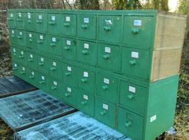 3 m lange Schubladenschränke mit zwei Schubladenreihen 0603-03