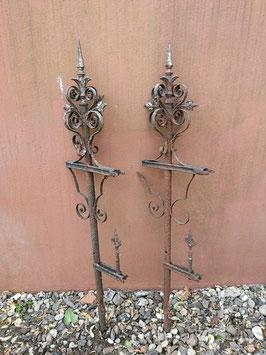 Traumhaft schöne antike Zaunpfosten mit viel Ornamentik Gartenrankdeko Nr 2906