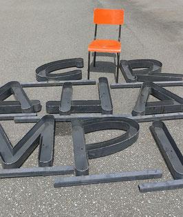 alte schwere Buchstaben auf Stange NR 1106