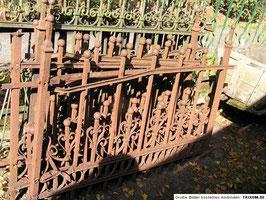 alter Zaun Gründerzeit mit Kugelspitzen 6,8 m