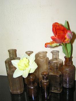 Schönes Set Nr 8 alter kleiner Glasflaschen Ausgrabungen 2111-04