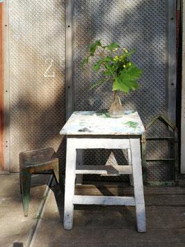 Alter Holztisch weiß Malertisch? NR 2606