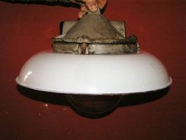 alte Fabriklampe weiß restauriert