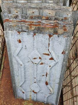 alte Blechschindeln Blechplatten mit Karo-Muster mit Rostpatina Nr 2605