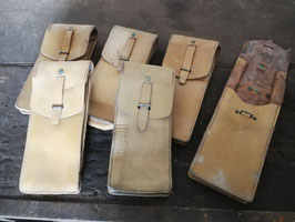 alte Ledertaschen der französischen Armee Werkzeugtaschen Federtaschen groß
