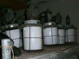 alte kleine Industrielampe Fabriklampe mit Glas (1 von 5)