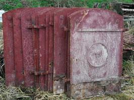 Sehr alte Gründerzeit Eisentüren Fensterläden Kellerfenster Schotten Metall Nr 0501