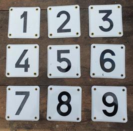 Tolle alte Emaille Nummernschilder mit Messingniete, unbenutzt