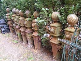 alte Säulen Pfosten Gusseisen Wegbegrenzung Brunnensäule 125 cm hoch