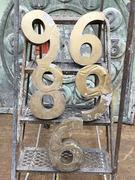 altegroße  Nummern Zahlen Hausnummern aus Blech 31,5 cm