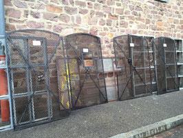 Tolle historische Gitter Gittertüren aus Metall Nr 1501