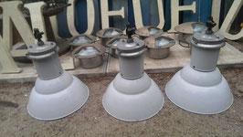 sehr schöne alte Fabriklampen Emaille hellgrau