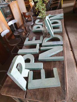 alte Buchstaben aus Zinkblech pastellgrün 30 cm nr 0505