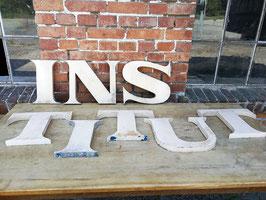 alte Buchstaben aus Blech mit top Patina 2305weiss
