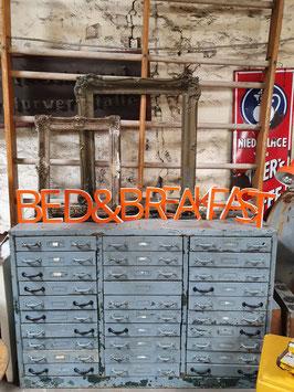 Schöne alte Buchstaben orange-weiß Nr 0705-01