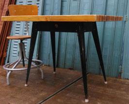 alter Tolix Tisch Xavier Pauchard mit Holzplatte
