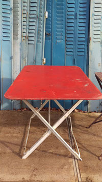 alter Gartentisch Klapptisch rot-weiss