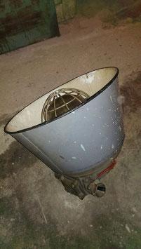 Riesige alte Industrielampe