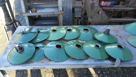 Posten von 10 Stück kleinen Emaillelampenschirmen grün Nr 1611-25-30