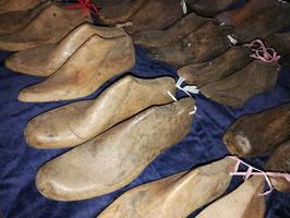 alte Schuhleisten-Paare holz natur