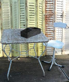 Außergewöhnlicher antiker Gartentisch Metall Lochblech Nr 1411
