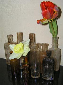 Schönes Set Nr 7 alter kleiner Glasflaschen Ausgrabungen 2111-03
